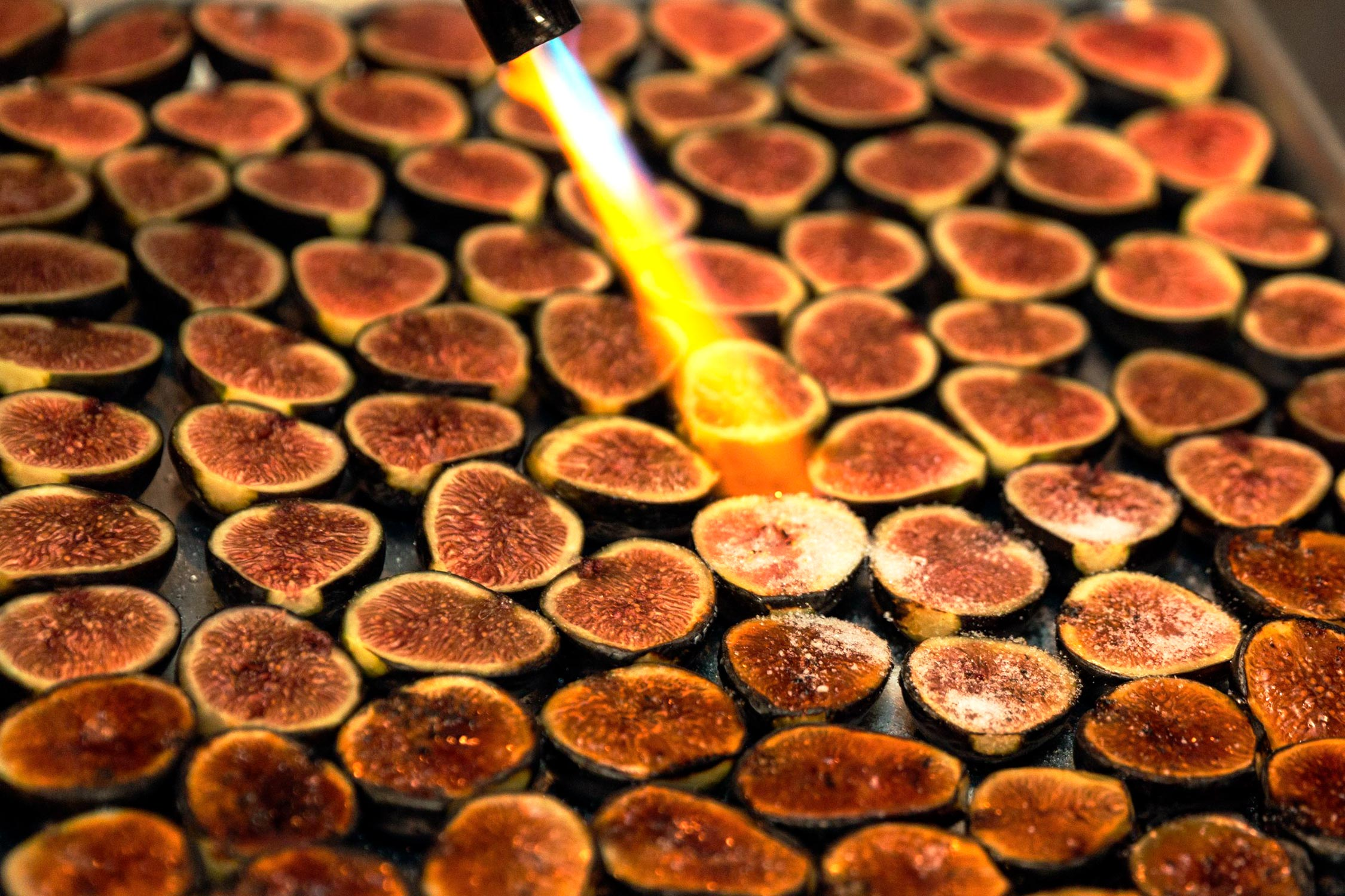 Caramelizing desserts on a tray